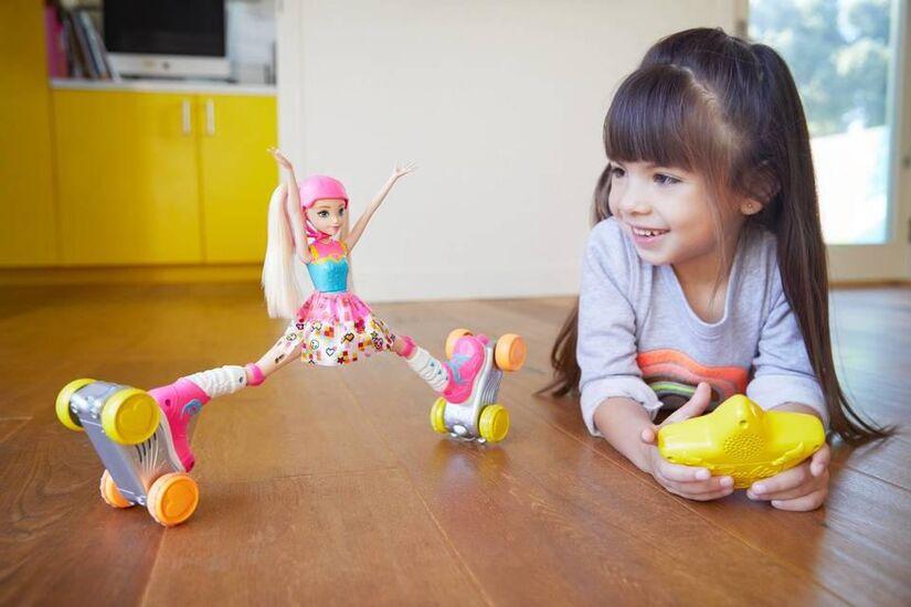 Кукла на роликах с пультом управления - JJ8855