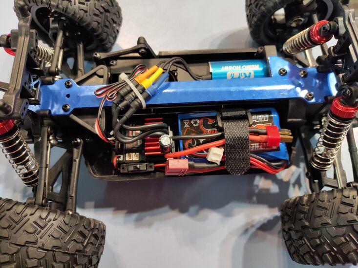 Радиоуправляемый монстр Remo Hobby RH1635 4WD RTR масштаб 1:16 2.4G красный