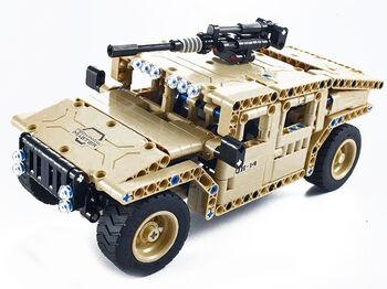 Радиоуправляемый конструктор военный джип QiHui Technics QH8014 4CH 2.4G (502 детали)