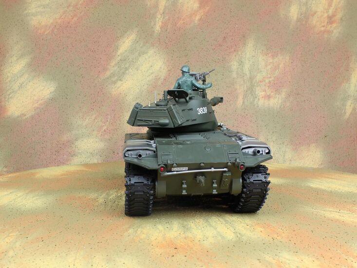 Радиоуправляемый танк Heng Long Bulldog Standard Version NICD 1:16 MHz